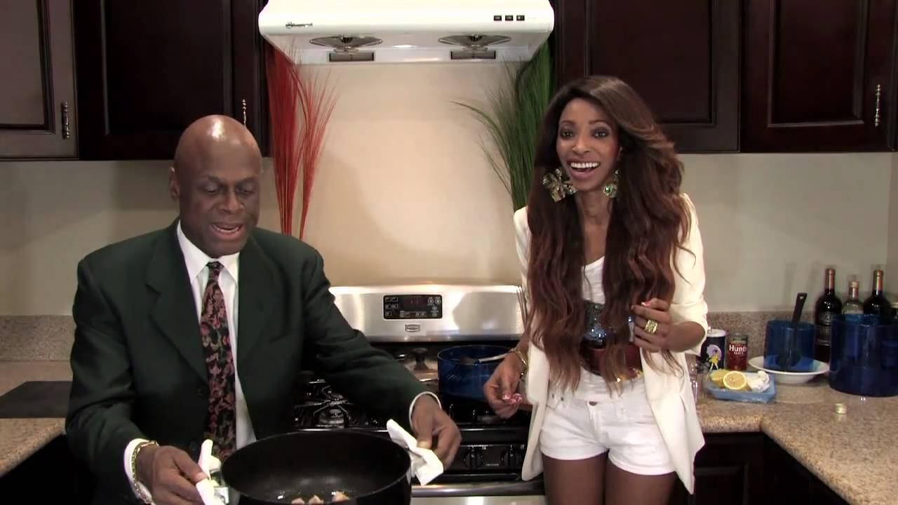 African Food Recipe (Jollof Rice Comedian Michael Colyar Cooking with