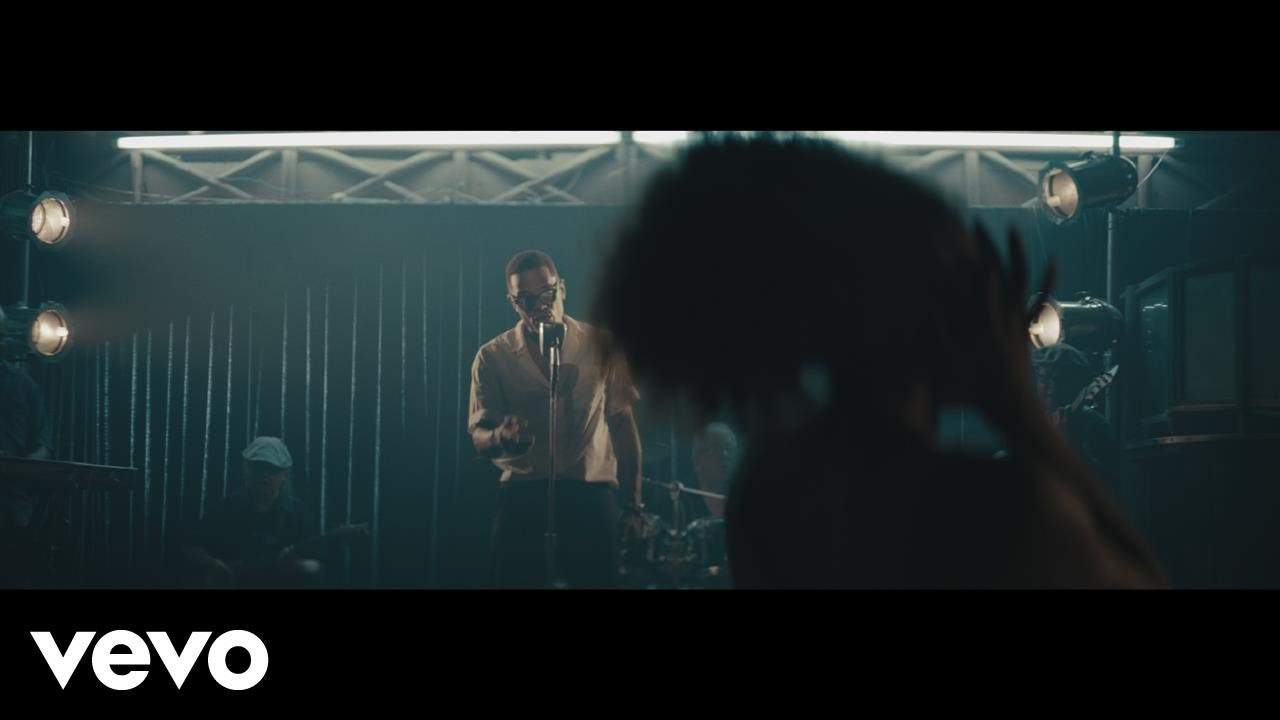 Maxwell – Lake By the Ocean (Video)