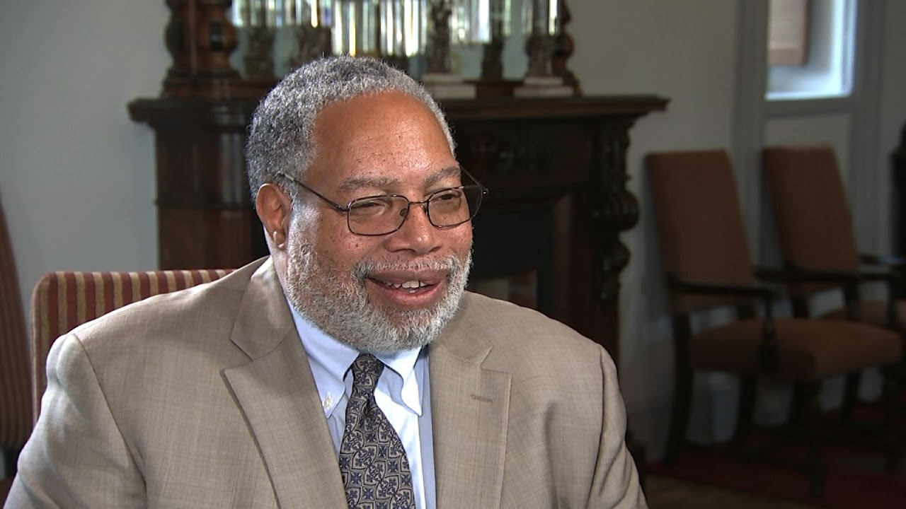 Smithsonian names first African American secretary