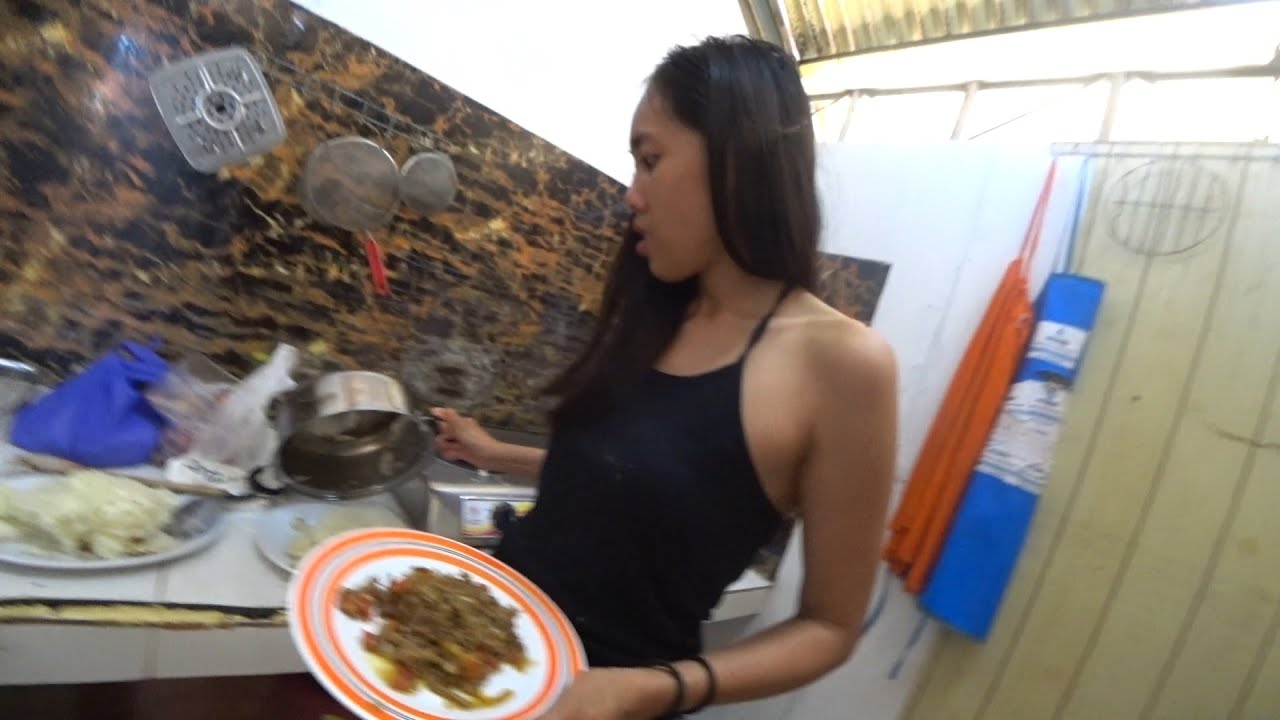COOKING TRADITIONAL AFRICAN FOOD FOR MY GIRLFRIEND BACKFIRES !!! –